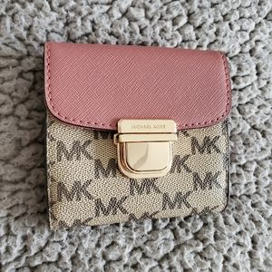 (NWOT)Michael Kors Saffiano Leather Trifold Wallet